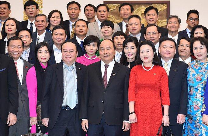 Thủ tướng Nguyễn Xuân Phúc cùng các đại biểu Ảnh: QUANG HIẾU