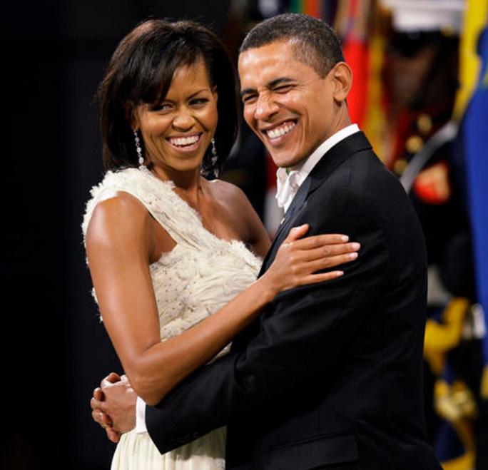 Ngoại hình của vợ chồng Tổng thống Barack Obama không thay đổi nhiều theo thời gian. Ảnh: CBS NEWS