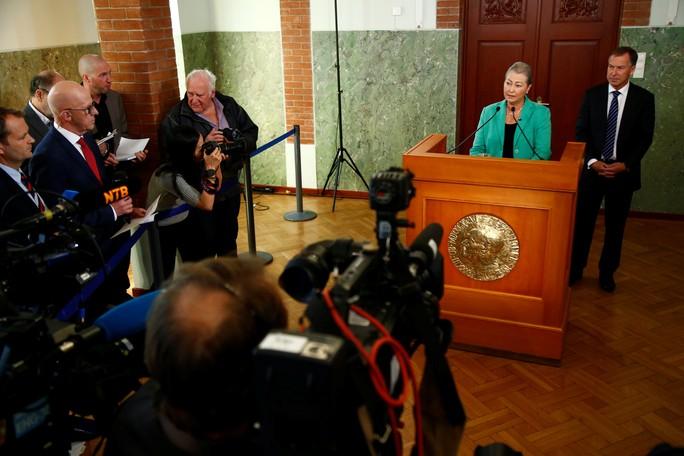Chủ tịch Ủy ban Nobel, bà Kaci Kullmann Five, công bố giải Nobel Hòa bình hôm 7-10. Ảnh: Reuters