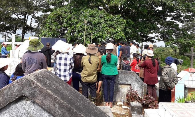 Gia đình đang tổ chức tang lễ cho em Ksor Sôn vào ngày 23-8.