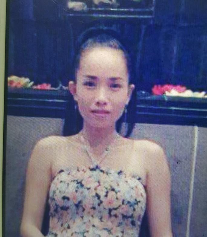 Bà Trần Thị Hồng Phượng (thường gọi là Trang, 37 tuổi, tạm trú ở một chung cư trên đường Phạm Viết Chánh, quận Bình Thạnh) đang được công an phát lệnh triệu tập.