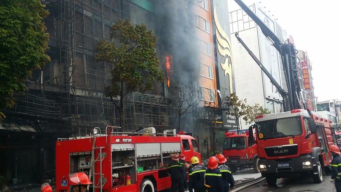 Hiện trường vụ cháy quán karaoke 68 chiều ngày 1-11 khiến 13 người tử vong