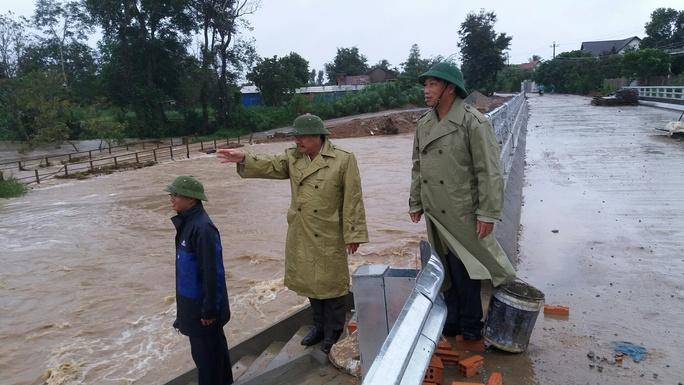 Chính quyền địa phương chỉ đạo công tác cứu hộ, cứu nạn