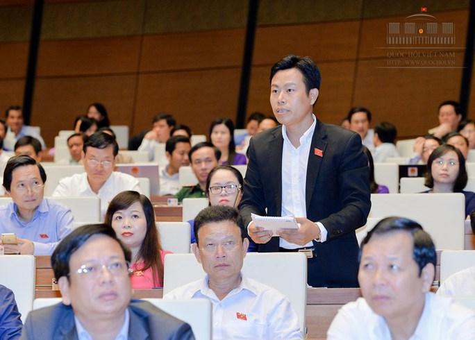 ĐBQH Lê Quân (TP Hà Nội) chất vấn Thủ tướng Chính phủ - Ảnh: Văn Bình