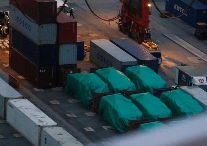 Số xe bọc thép Singapore đang được tạm giữ tại Hồng Kông. Ảnh: Asiaone