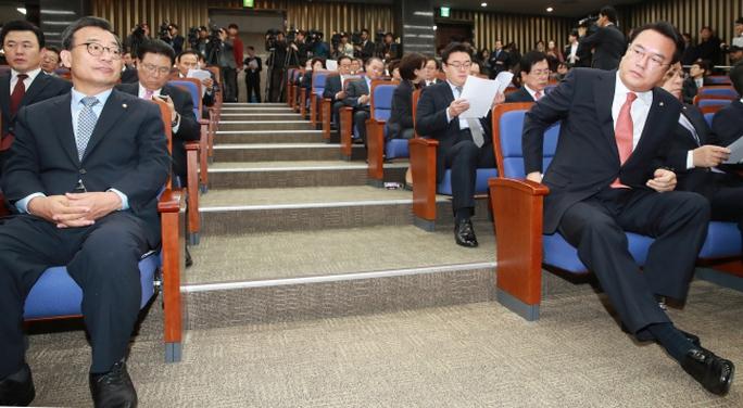 Các nghị sĩ đảng cầm quyền tại quốc hội. Ảnh: Yonhap