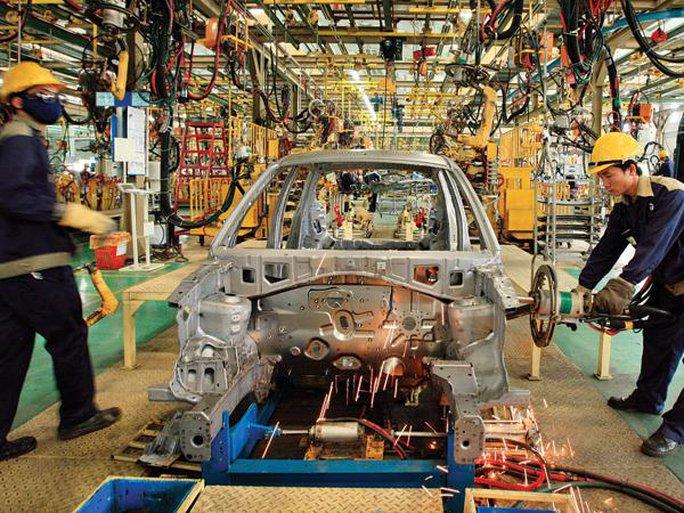 Các DN ô tô phải nhập khẩu hầu hết các linh kiện sản xuất lắp ráp.