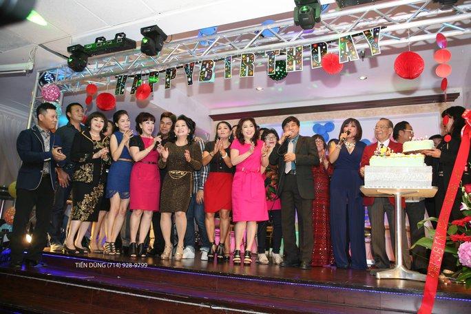 Các nghệ sĩ và khán giả ở hải ngoại chúc mừng sinh nhật 89 tuổi NS Văn Chung