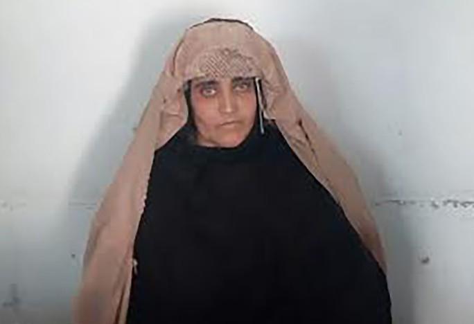 Cô Gula trong bức ảnh tội phạm sau khi bị bắt hôm 26-10. Ảnh: Cơ quan điều tra liên bang Pakistan