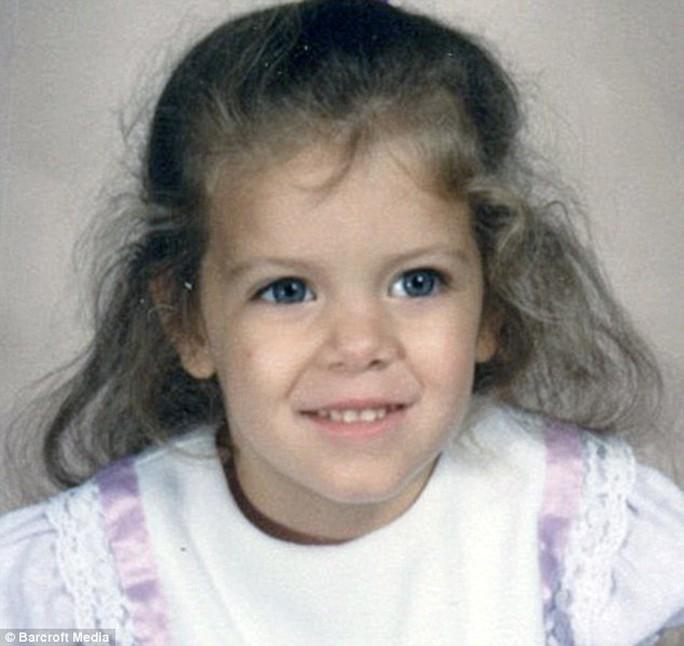 Jewel thời thơ ấu sở hữu đôi mắt rất đẹp