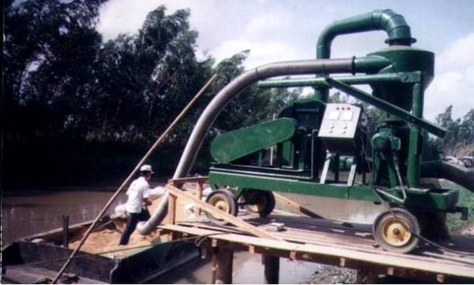 Một máy hút lúa ở ĐBSCL. Ảnh từ Internet