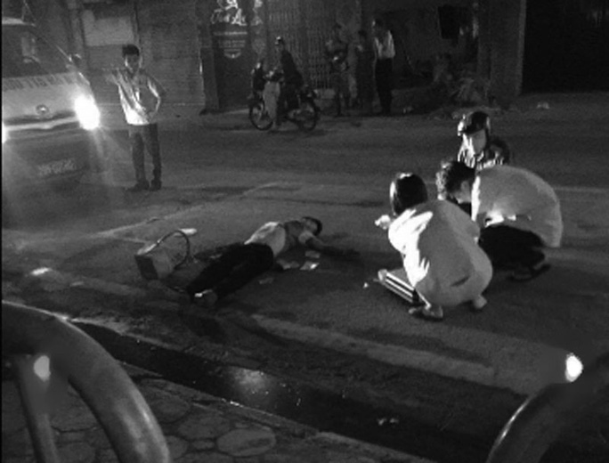 Nam thanh niên bị gục giữa đường-ảnh:Facebook