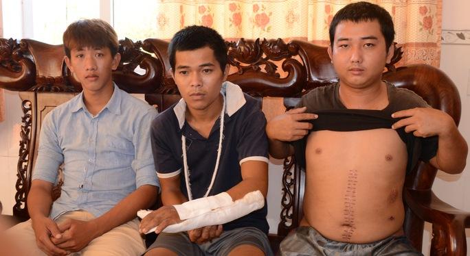 Các bị cáo này từng tố cáo ông Dũng chính là thủ phạm gây ra thương tích cho mình. Trong ảnh: Từ trái sang là Nhí, Chiến và Phát.