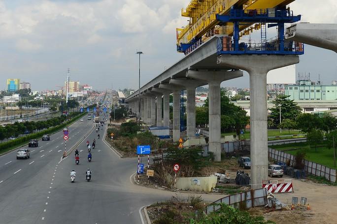 Phát triển hạ tầng giao thông là một trong những mục tiêu lớn của TP HCM trong năm 2017Ảnh: HOÀNG TRIỀU