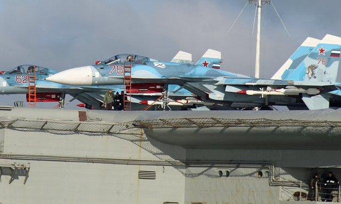 Các máy bay chiến đấu trên tàu sân bay Đô đốc Kuznetsov. Ảnh: Dover marina.com