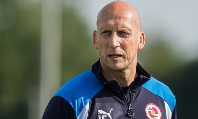 HLV Japp Stam, cựu trung vệ M.U, đang dẫn dắt Reading