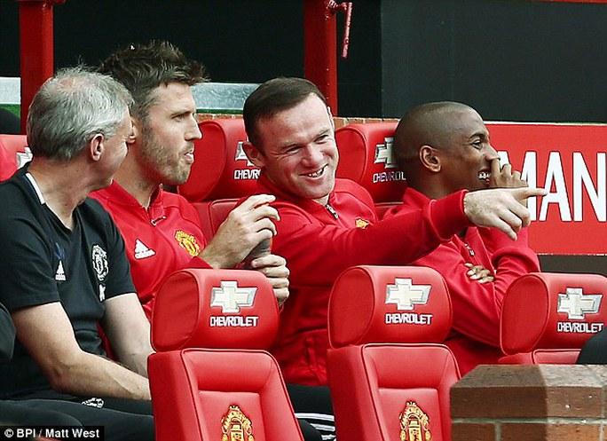 Sự việc khiến các cầu thủ dự bị của M.U được trận cười sảng khoái