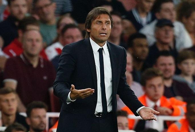 HLV Conte sẽ mạnh tay thay máu hàng thủ