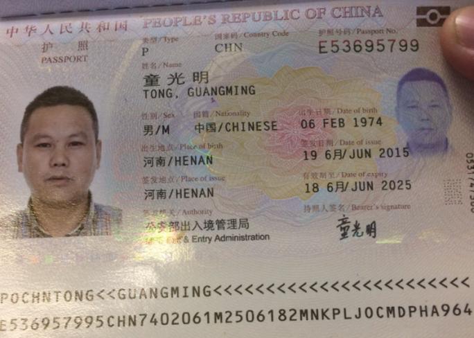 Hộ chiếu của hành khách người Trung Quốc bị bắt quả tang ăn cắp Tong Guagming - Ảnh: Ngọc Bảo