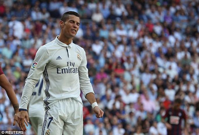 Ronaldo thất vọng khi không thể giúp Real giành trọn 3 điểm trước Eiba cuối tuần qua