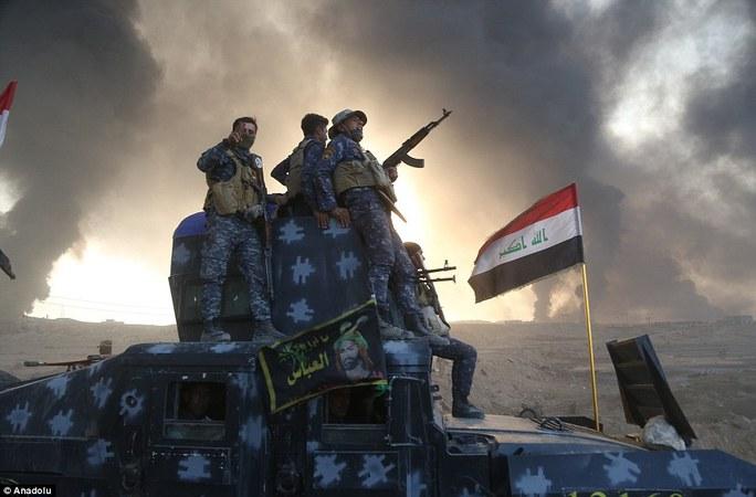 Binh lính Iraq đổ về Mosul. Ảnh: Anadolu