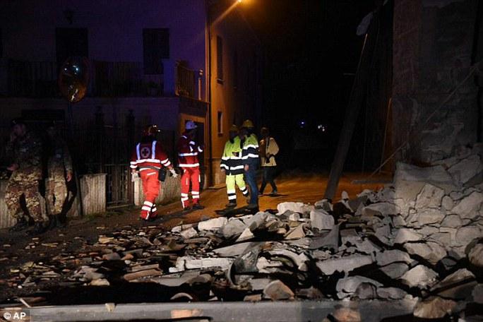 Động đất nối động đất, dân Ý choáng váng