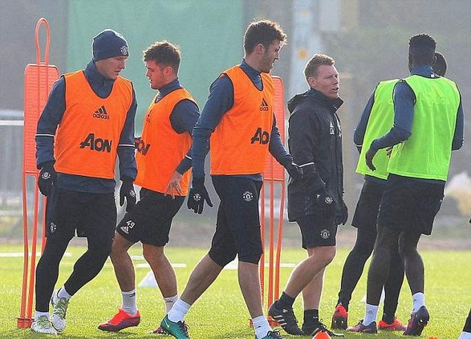 Schweinsteiger trở lại tập cùng đội 1