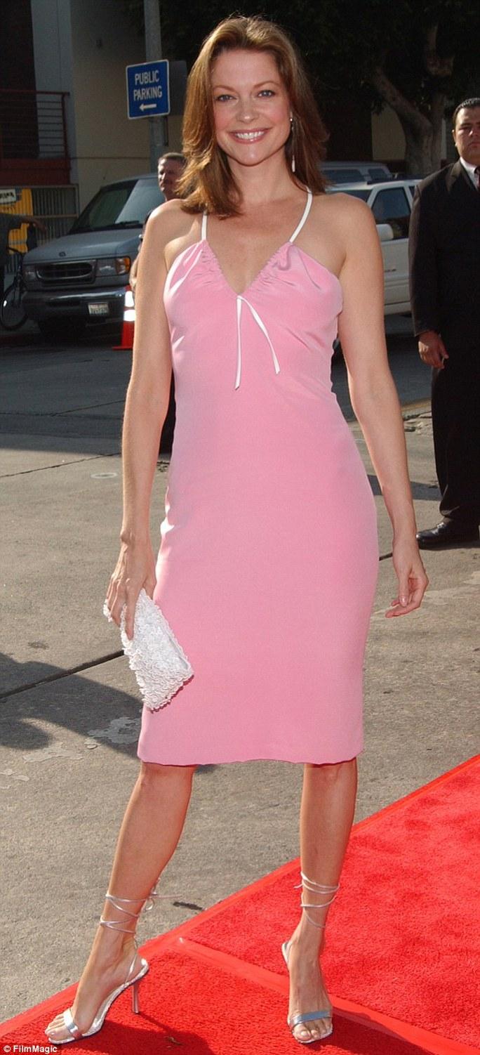Lisa Masters rực rỡ trên thảm đỏ ở tuổi ngoài 50