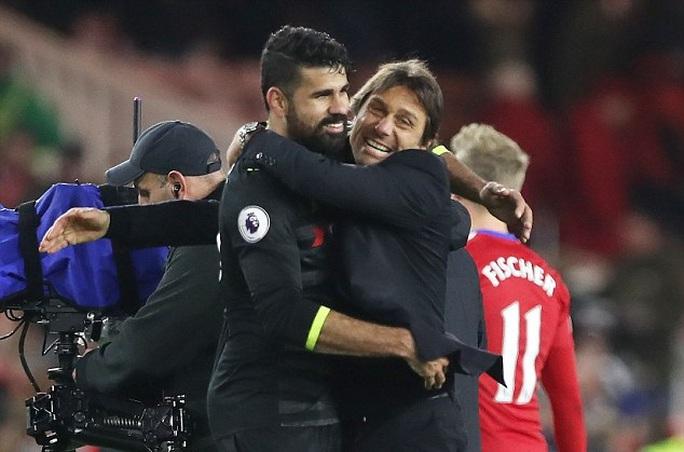 HLV Conte ăn mừng với Costa, tác giả bàn thắng duy nhất trận thắng Middlesbrough