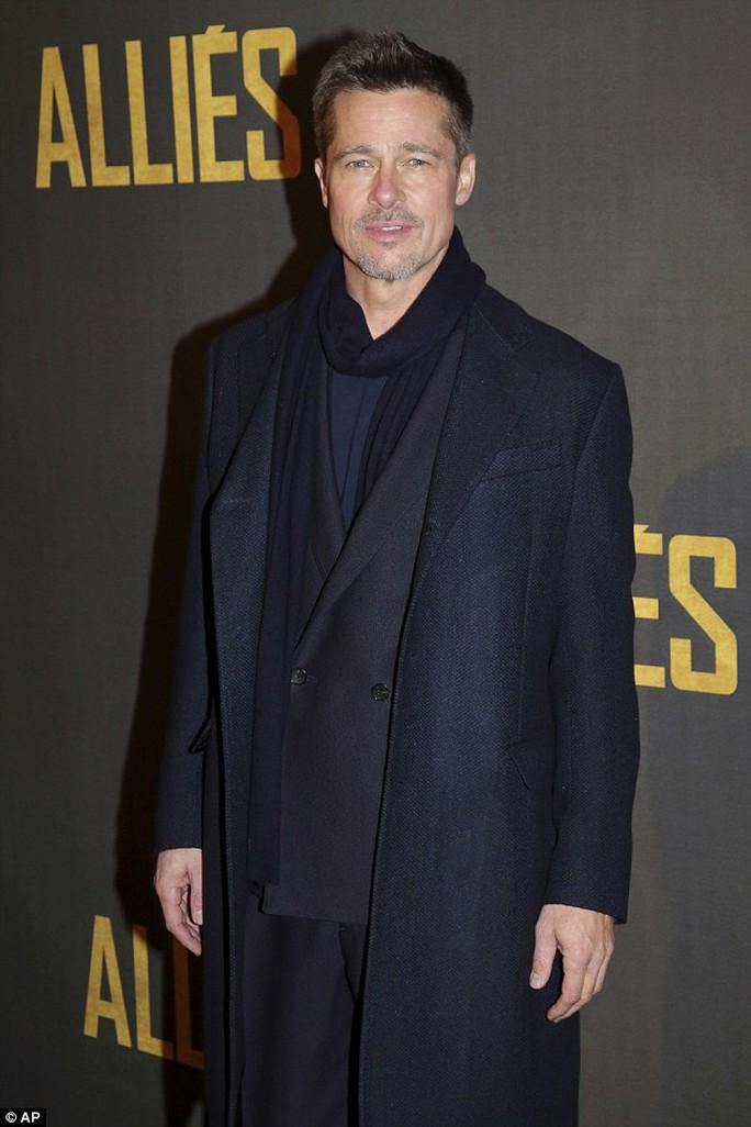 Brad Pitt lịch lãm trên thảm đỏ