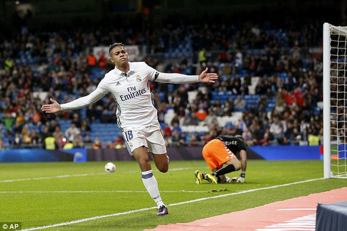 Diaz lập cú hat-trick cho Real
