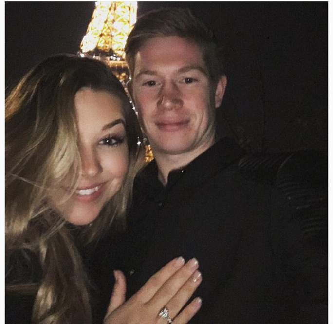 De Bruyne đính hôn bạn gái Lactoix trong chuyến du lịch ở Paris