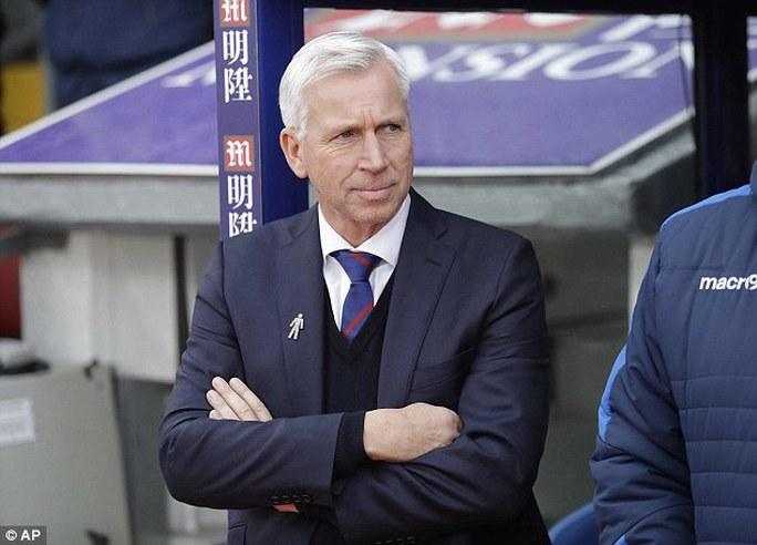 HLV Pardew vừa bị Crystal Palace sa thải