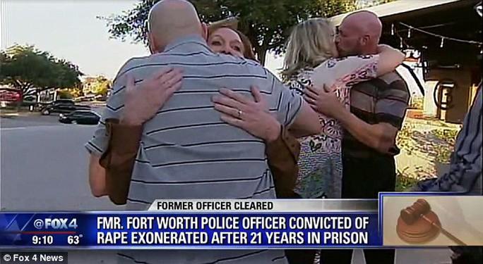 Cựu cảnh sát được minh oan sau 21 năm ngồi tù vì tội cưỡng hiếp