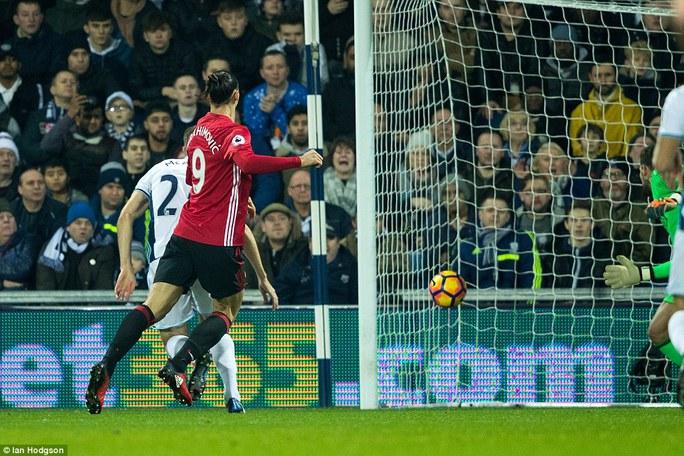 Ibrahimovic ghi cả hai bàn thắng giúp M.U đánh bại West Brom 2-0