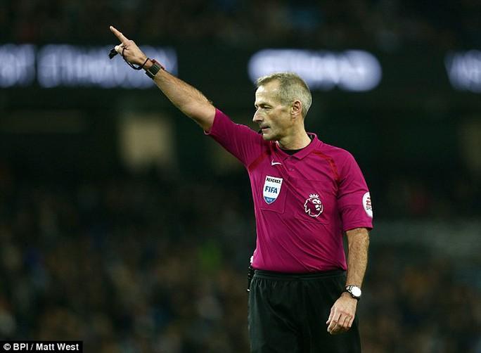 Trọng tài Atkinson, người thổi chính trận Man City - Arsenal rạng sáng 19-12