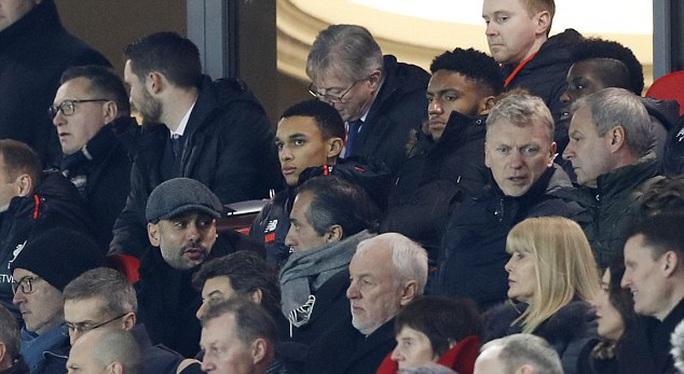 Pep Guardiola và Moyes theo dõi đối thủ của họ là Liverpool sáng 28-12