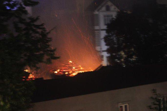 Hiện trường vụ cháy chùa cổ - Ảnh: CTV