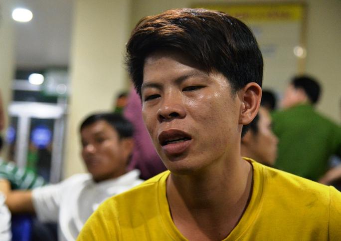 Anh Nguyễn Tấn Dũng, cha cháu Huy đau xót kể lại sự việc. Ảnh: Tử Trực