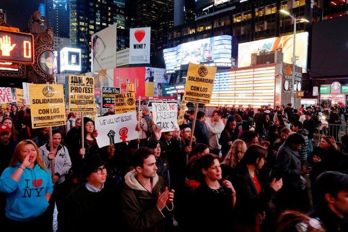 Đoàn biểu tình ở Manhattan, New York. Ảnh: Reuters