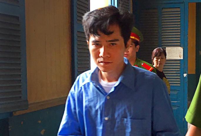 Bị cáo Đỗ Đình Nam được dẫn giải về trại giam.