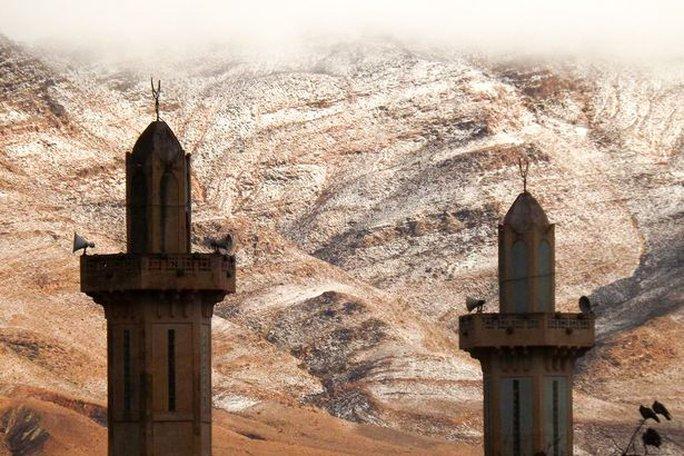 Thị trấn Ain Sefra – Algeria, nơi được mệnh danh là Cổng sa mạc. Ảnh: KARIM BOUCHETATA