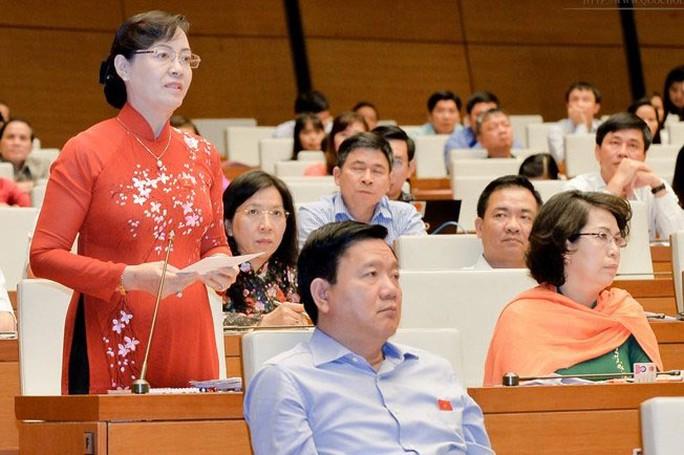 Đại biểu Nguyễn Thị Quyết Tâm (TP HCM) chất vấn bộ trưởng Bộ Giáo dục và Đào tạo về vấn đề học thêm, dạy thêm Ảnh: NGUYỄN NAM