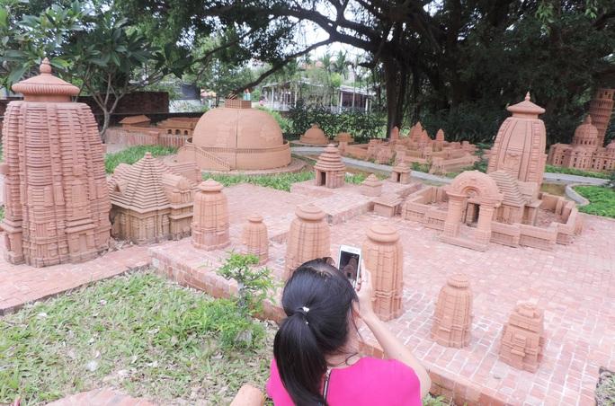 Hàng ngày CV thu hút khá đông du khách đến tham quan công trình CV đất nung Thanh Hà