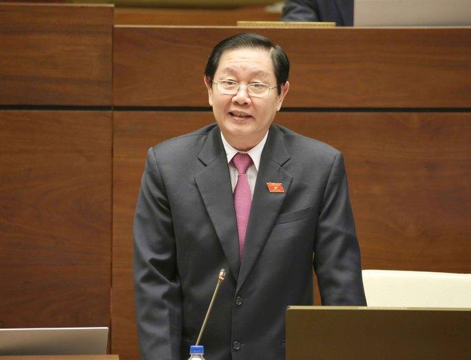 Bộ trưởng Bộ Nội vụ Lê Vĩnh Tân trả lời chất vấn về vấn đề bổ nhiệm cán bộ tại cuộc họp Quốc hội vào chiều 16-11 Ảnh: TTXVN