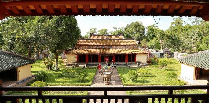 Lăng vua Gia Long (TP Huế, tỉnh Thừa Thiên - Huế) thu hút khá nhiều du khách nhưng chưa được đầu tư đường vào