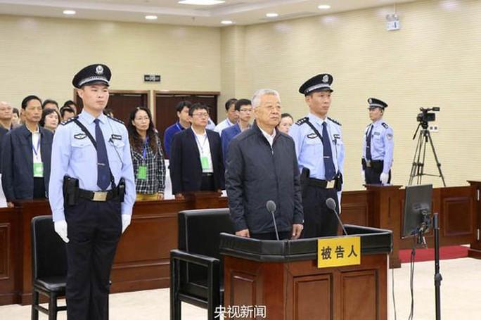ông Bạch Ân Bồi, 70 tuổi, bị cáo buộc lạm dụng chức vụ nhận hối lộ hơn 37 triệu USD. Ảnh: CCTV