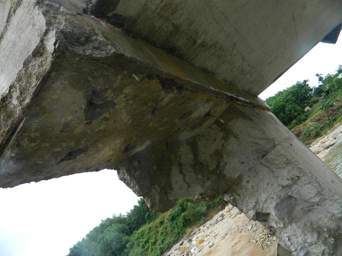 Cầu bị hư hỏng nghiêm trọng sau sự cố