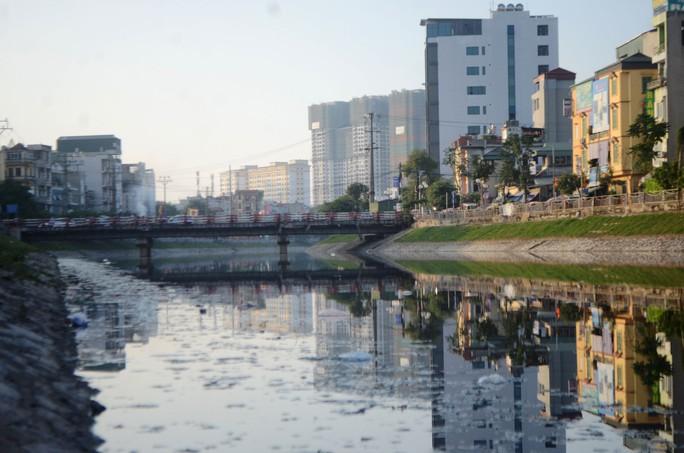 Sông Tô Lịch bị ô nhiễm nặng nề