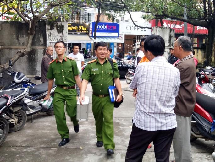 Đoàn công tác của Bộ Công an đến Bệnh viện Đa khoa tỉnh Khánh Hòa làm việc vào ngày 30-12